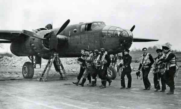 B-25 Mitchell Foto Beeldbank NIMH 320 Squadron