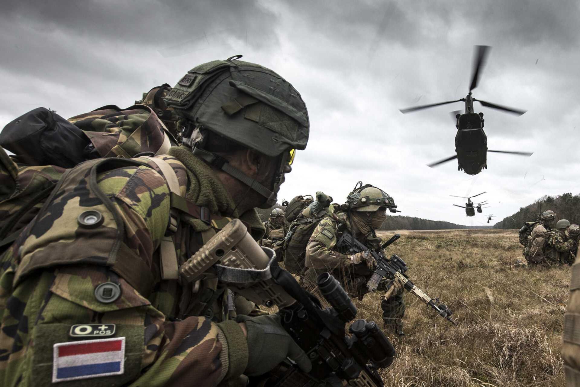 Militaire Spectator 2-2017 25 jaar 11 LMB
